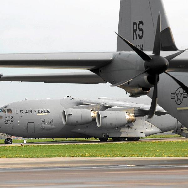 Amerykańskie samoloty wojskowe na lotnisku w Świdwinie