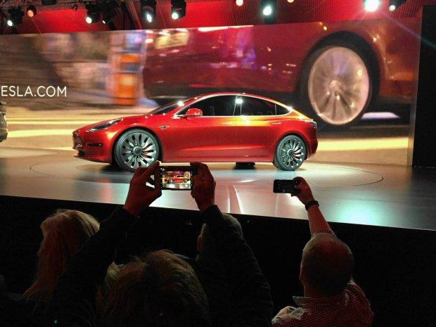 Francja na fabrykę aut Tesla oferuje miejsce po elektrowni atomowej