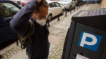 Będą wyższe opłaty za parkowanie we Wrocławiu. Kierowcy zapłacą też w weekendy