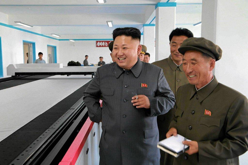 Kim Dzong Un odwiedza fabrykę