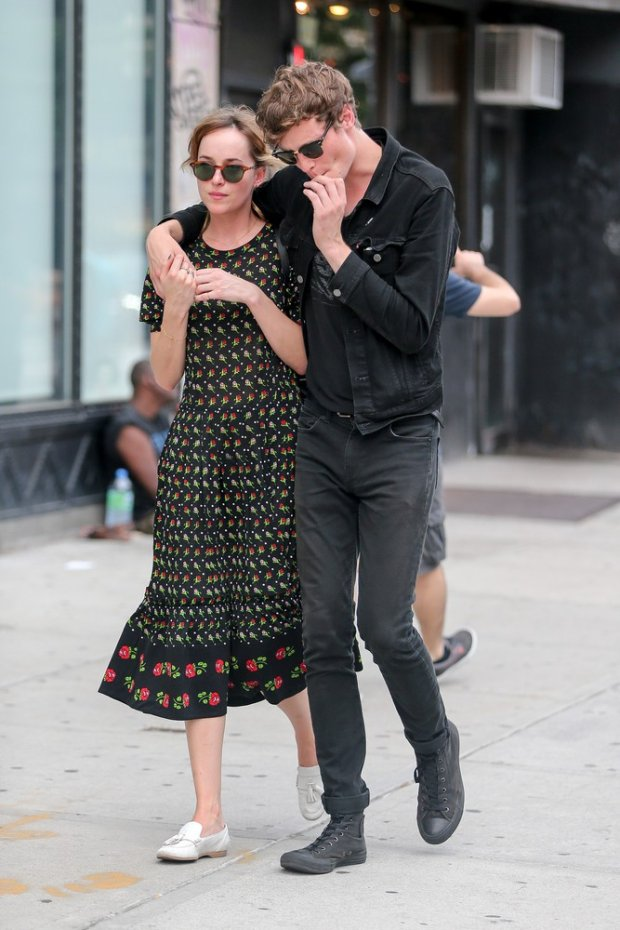 Dakota Johnson i Matthew Hitt