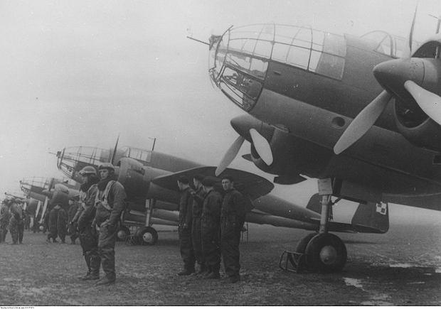 Bombowce PZL-37 Łoś. Jedna z legend międzywojnia. Bezsprzecznie świetna maszyna jak na swoje czasy. Wyprodukowano około 140, z czego w walce wzięła udział mniej niż połowa. Bez większego efektu