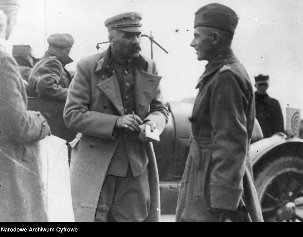 Marszałek Piłsudski i generał Edward Rydz-Śmigły, który bezpośrednio dowodził siłami atakującymi bolszewicką flankę
