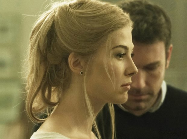 GONE GIRL, from left: Rosamund Pike, Ben Affleck, 2014. ph: Merrick Morton/TM & copyright ?20th Century Fox Film Corp. All rights reserved/courtesy Everett Collection