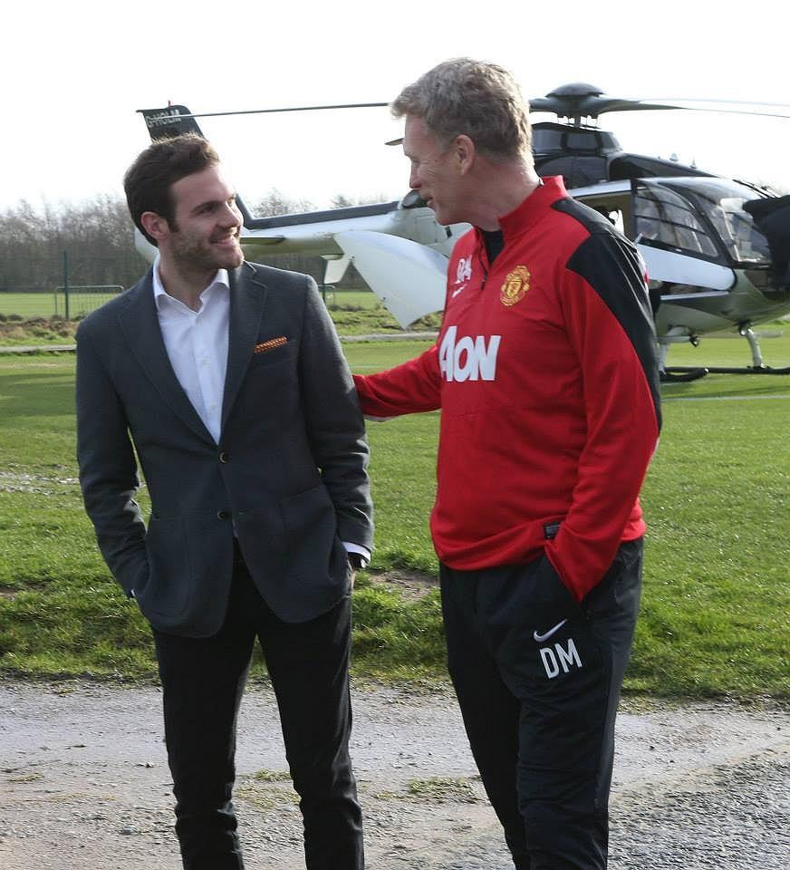 Juan Mata przybybwa do Manchesteru