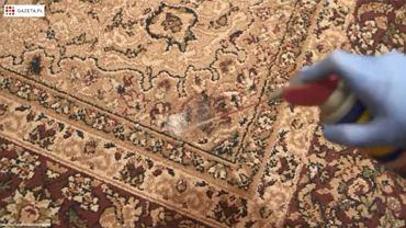 Plamę na dywanie wyczyścisz WD-40