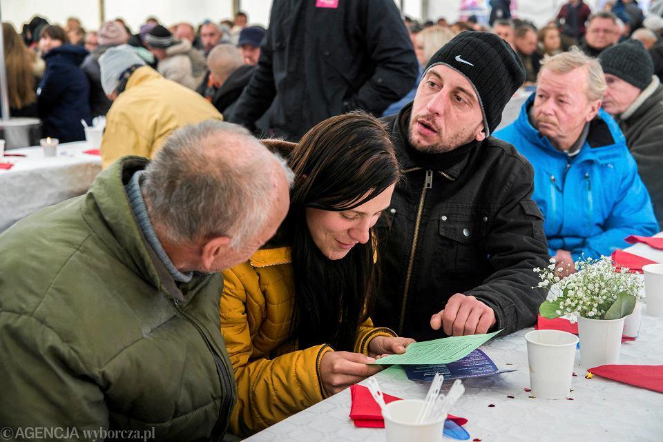 Zdjęcie numer 5 w galerii - Światowy Dzień Ubogich w Katowicach. Przyszło ok. 300 potrzebujących