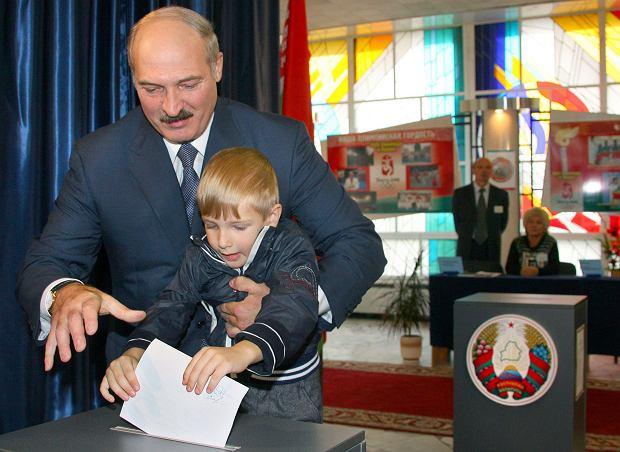 Alaksander Łukaszenka z najmłodszym synem w 2008 roku