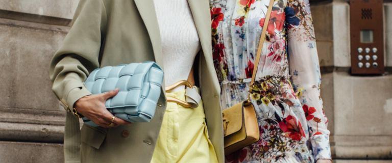 Modne kolory ubrań na jesień 2020. Sprawdź, który będzie najlepszy dla 50-latek!