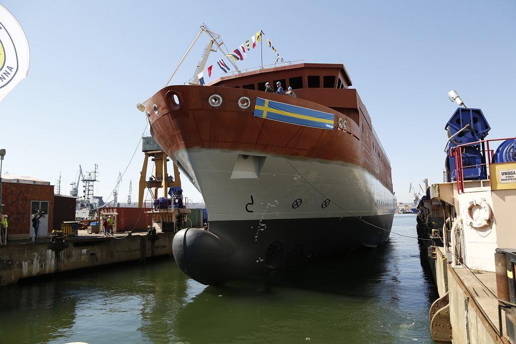 Wodowanie kadłuba przyszłego szwedzkiego okrętu Artemis. Stocznia Nauta, rok 2019