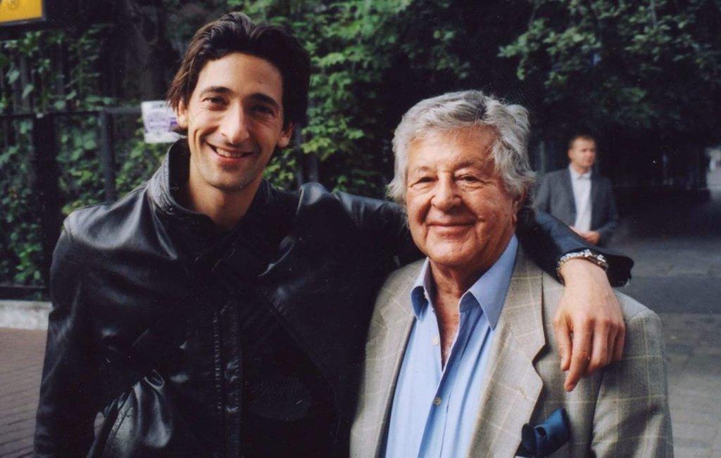 Gene Gutowski z Adrienem Brodym w 2000 roku