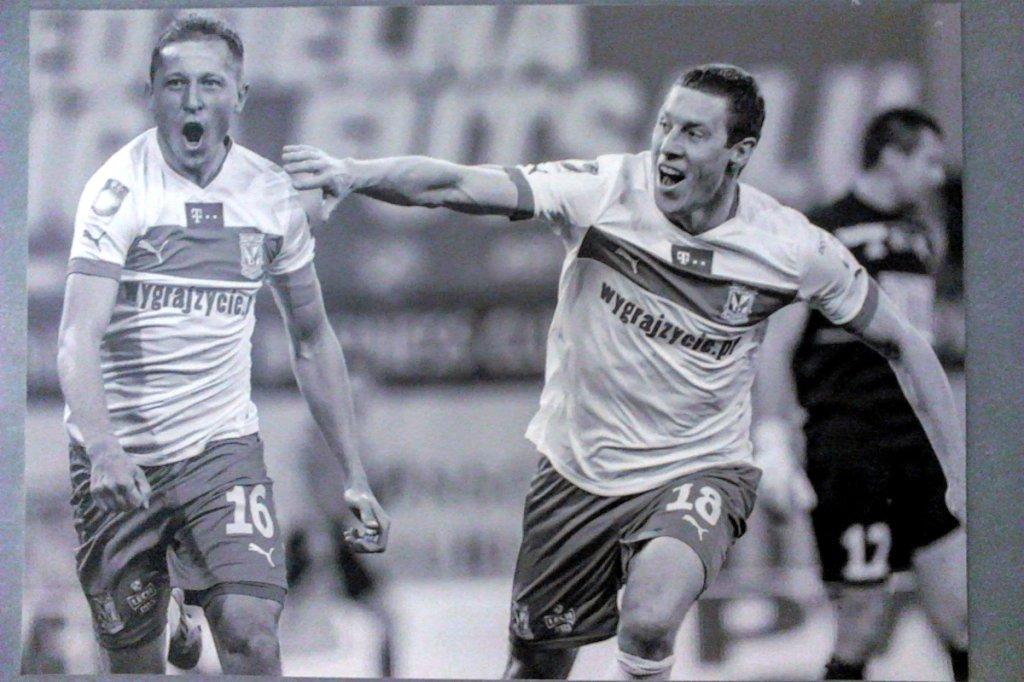 Rafał Murawski i Bartosz Ślusarski na zdjęciu powieszonym na stadionie przy ul. Bułgarskiej
