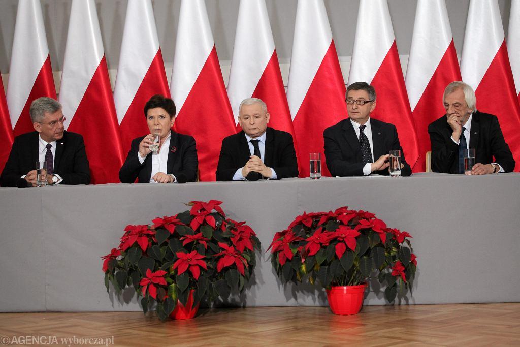 Wspólna konferencja prezesa Kaczyńskiego i premier, marszałków Sejmu i Senatu oraz szefa klubu parlamentarnego PiS