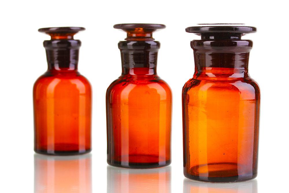 Balsam Szostakowskiego stanowi bazę wiele preparatów. Stosuje się go w leczeniu m.in. czerwonki, choroby wrzodowej żołądka i dwunastnicy, nadkwasoty, zgagi, nieżytu żołądka oraz refluksu.
