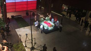 Gdańszczanie żegnają prezydenta Pawła Adamowicza w ECS