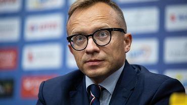 Wiceminister aktywów państwowych Artur Soboń mimo zakazów obejrzał mecz siatkarskiej Plusligi