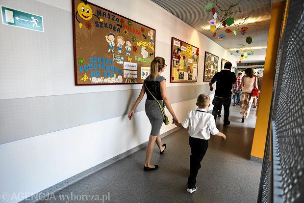Psycholog: W interesie szkoły leży, by rodzice przejmowali się ocenami, bo pracują one na ranking szkoły