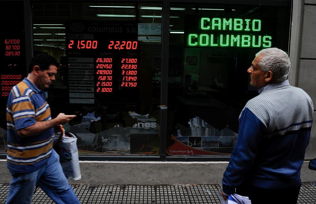Argentyna rozmawia o pomocy z MFW, peso rekordowo słabe