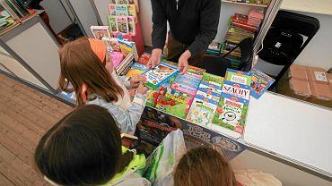 Z badań wynika, że dla dzieci bardzo ważne są książki prezenty, pożyczanie i kupowanie książek
