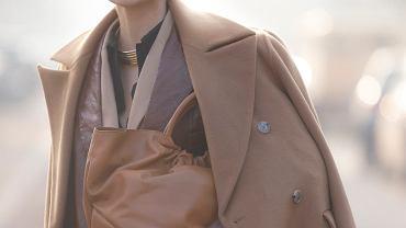 Wełniane płaszcze z wyprzedaży. Oto top 18 perełek z oferty znanych marek. Kup teraz, żeby zaoszczędzić!