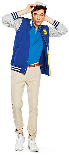spodnie, moda męska, Idealne spodnie na lato: chinosy, Spodnie z kolekcji Wrangler, cena: 289 zł;  buty, Reebok, cena:  299; zł  pasek, Benetton, cena:  129 zł;  koszulka, Marc O'Polo, cena:  249,99 zł;  kurtka, House, cena:  189,99 zł;  czapka, Wrangler, cena: 119 zł