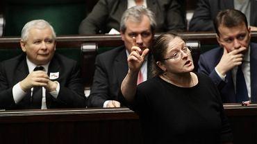 Krystyna Pawłowicz podczas kłótni ws. jej zachowania w Sejmie. Posłanka została skrytykowana za to, że jadła na sali posiedzeń
