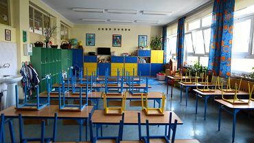Powrót do szkół. Prof. Horban 'Będziemy chronić nauczycieli i rodziców'
