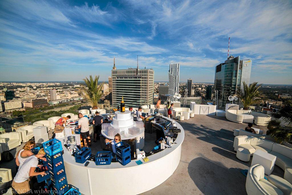 Klub The View na dachu wieżowca przy ulicy Twardej / BARTOSZ BOBKOWSKI