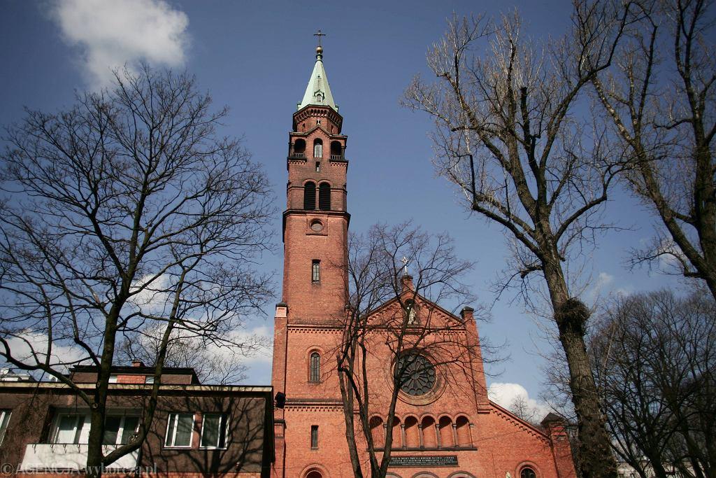 Atak w kościele na Woli. Napastnik wtargnął na plebanię i zaatakował dwie osoby, potem stracił przytomność