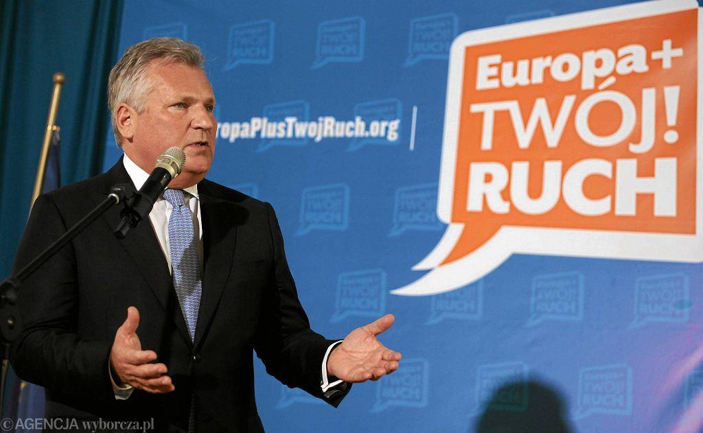 Aleksander Kwaśniewski nie jest czynnym politykiem, ale patronuje m.in. ugrupowaniom lewicowym startującym do PE