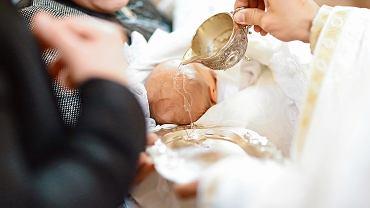 Szatka do chrztu po latach jest pamiątką tego sakramentu