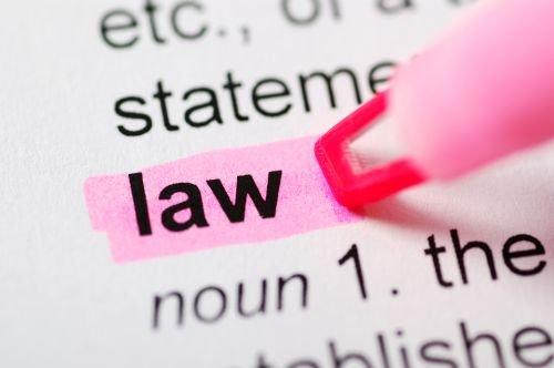 Czy pełnomocnikiem przed KIO może być tylko osoba uprawniona do występowania przed sądem powszechnym?