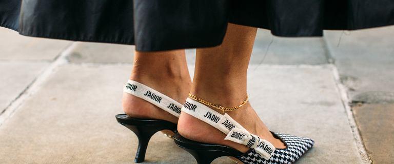 TOP 7 butów na niskim obcasie, które warto mieć w szafie. Jak je stylizować?