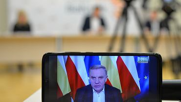 Konferencja prasowa prezydenta Białegostoku Tadeusza Truskolaskiego w związku z pandemią koronawirusa