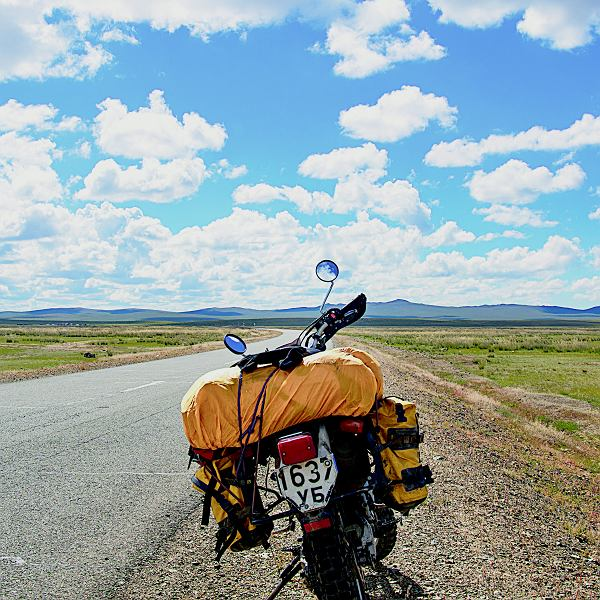 Koszt wynajęcia motocykla to 60 dol./dzień. Przy naszej ekonomicznej podróży to budżet na dwa, trzy dni, ale nie ma wyjścia. Cały niezbędny sprzęt udało nam się zapakować.