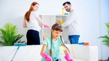 Gra 'Bank rodzinny' pokaże rzeczywiste obciążenie domowymi pracami poszczególnych członków rodziny i pomoże uporządkować ich podział