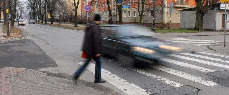 Pierwszeństwo na przejściu dla pieszych. Senacka komisja chce zmienić prawo na wzór Niemiec