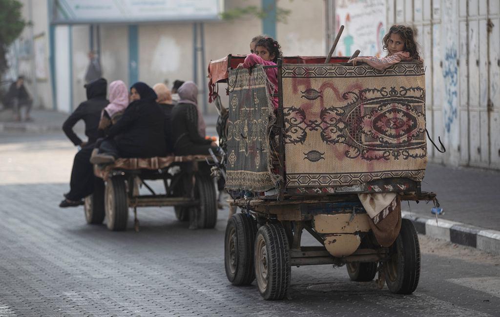 Egipt otworzył przejście graniczne ze Strefą Gazy. Chce umożliwić wjazd rannym, studentom i potrzebującym
