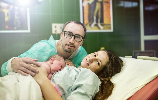 Ojcowie na porodówce są potrzebni nie tylko partnerce. Personel medyczny także ma z nich pożytek