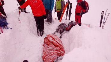 Wypadek w Tatrach. W lawinie zginął narciarz z Polski
