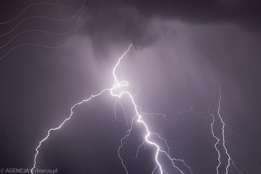 Chłodny i deszczowy weekend na Podkarpaciu. IMGW ostrzega przed burzami (zdjęcie ilustracyjne)