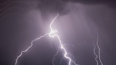 IMGW ostrzega przed burzami (zdjęcie ilustracyjne)