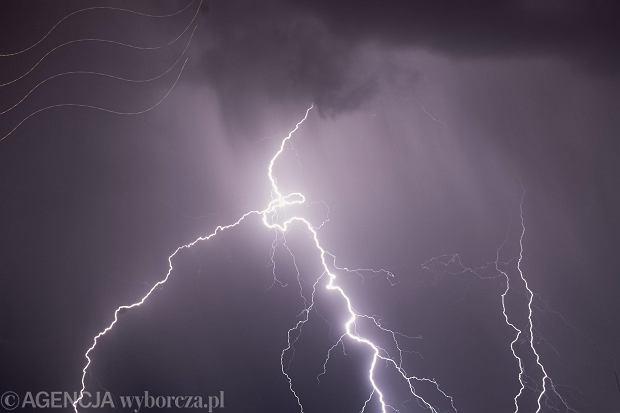 Burza w Tatrach, burza nad Bałtykiem - jak się zachować? W obu sytuacjach pomóc może plecak lub torba