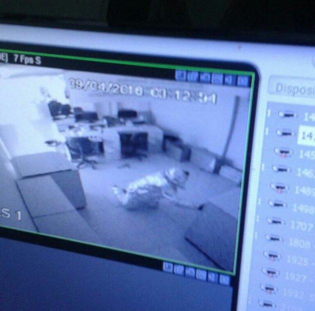 Mężczyźni napadli na bank owinięci w folię aluminiową