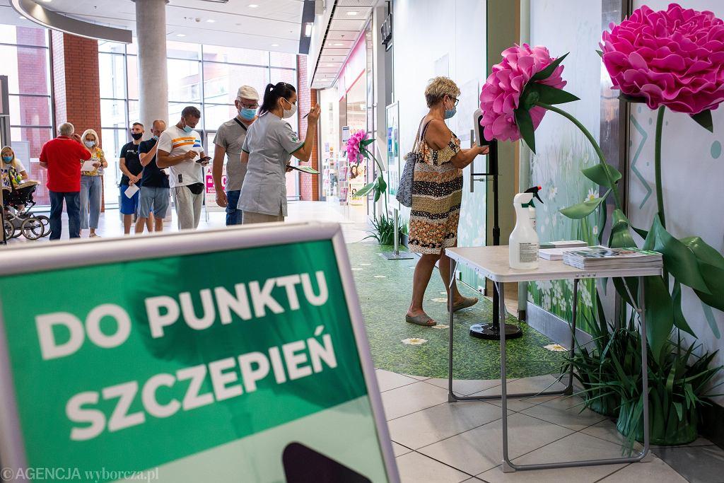 Punkt szczepień w galerii handlowej w Bydgoszczy