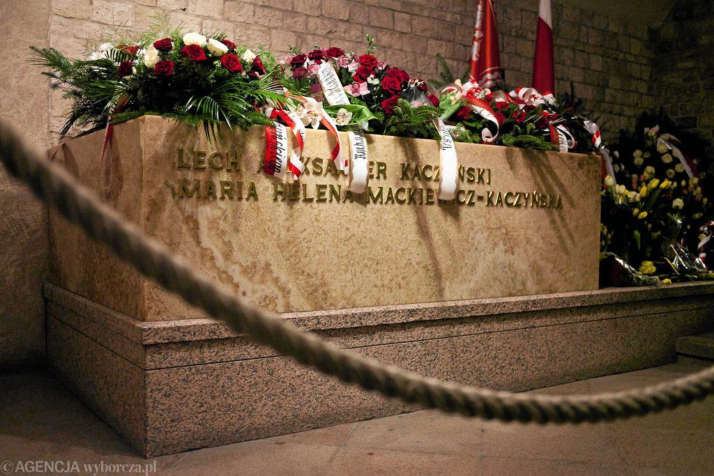 Sarkofag Lecha i Marii Kaczyńskich na Wawelu