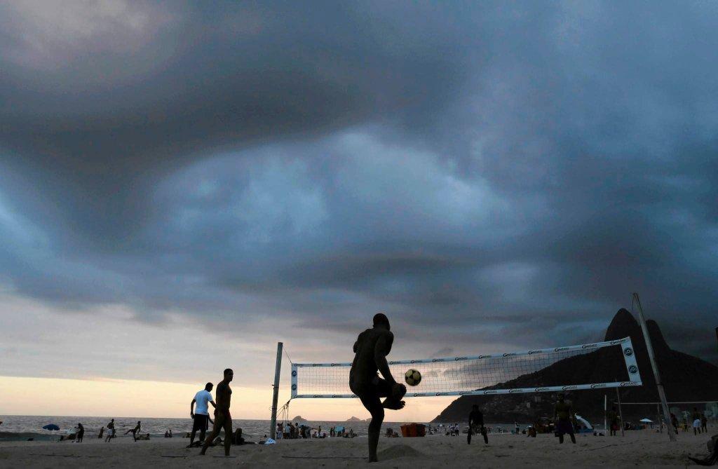 Siatkonoga na plaży Ipanema w Rio