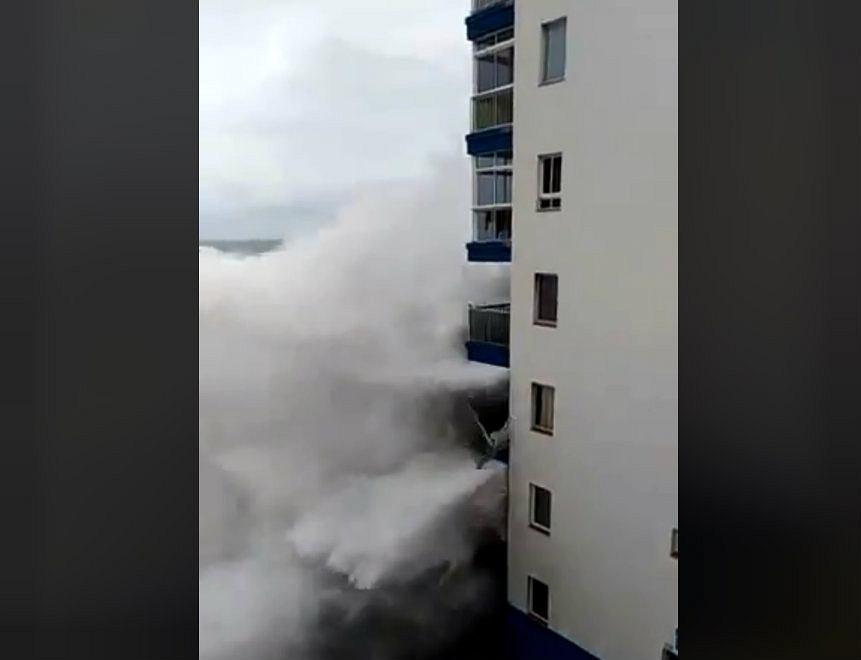 Potężny sztorm na Teneryfie zniszczył budynek w kurorcie