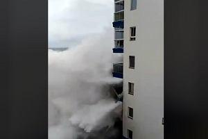 Potężny żywioł na Teneryfie. Nagrali moment, gdy fala niszczy budynek w jednym z kurortów