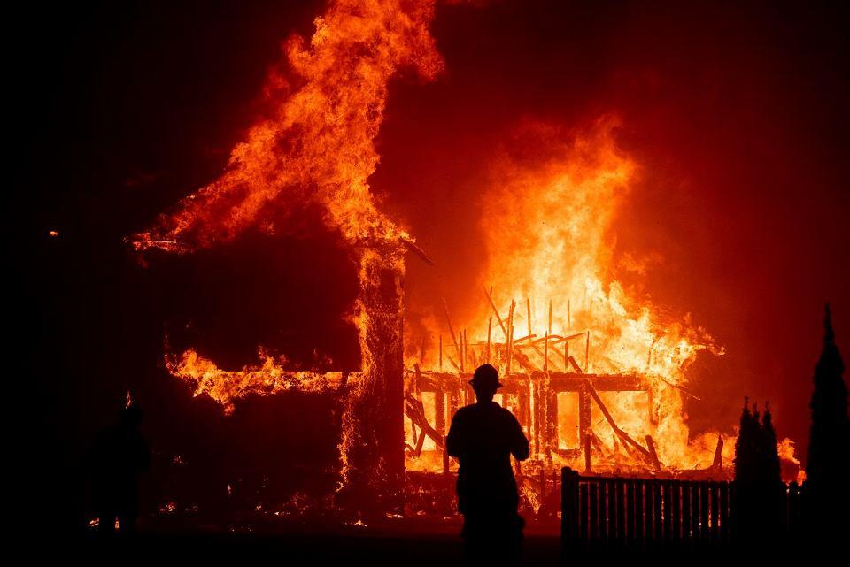 Kalifornia. Ogień pustoszy miasteczko Paradise
